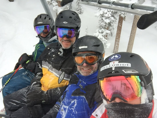 Telluride - Great day of powder skiing with friends - ©Mr Lucky