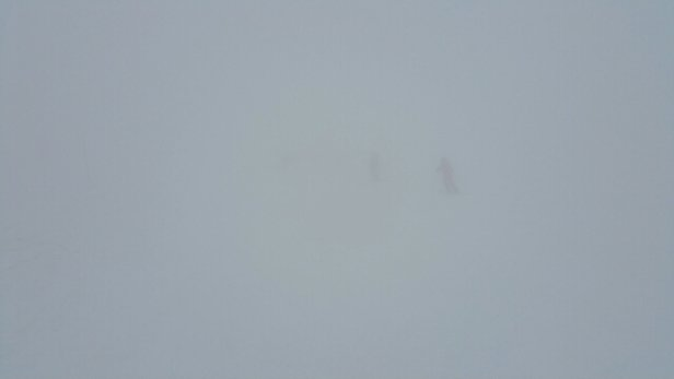 Les Arcs - Visibility meant loads of skiers doing a couple of runs and coming off. - ©henry.wellesley