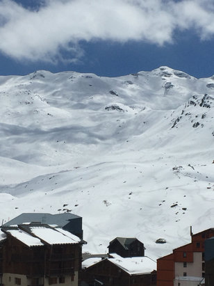 Val Thorens - Awesome conditions. Fresh powder overnight and blue skies today. Spring skiing at it's very best. - ©Colin's iPhone