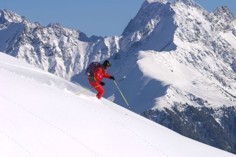 A lone skier enjoying the slopes of Fiss