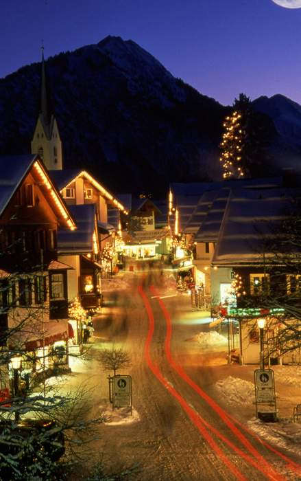 Oberstdorf at night  Copyright by Oberstdorf Tourismus.