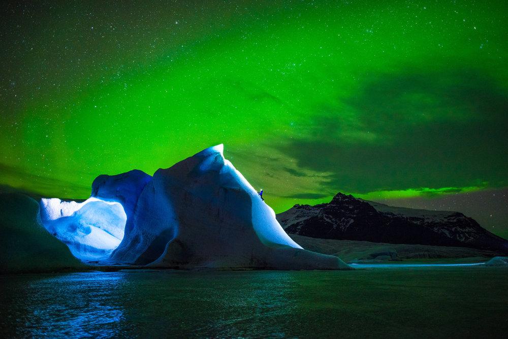 Rahel Schelb klettert auf Gletschern in Island - ©Red Bull Illume | Tim Kemple