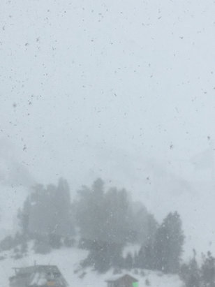 Mammoth Mountain Ski Area - Its snowing upper gondola closed due to weather. - ©Maxi's iPhone