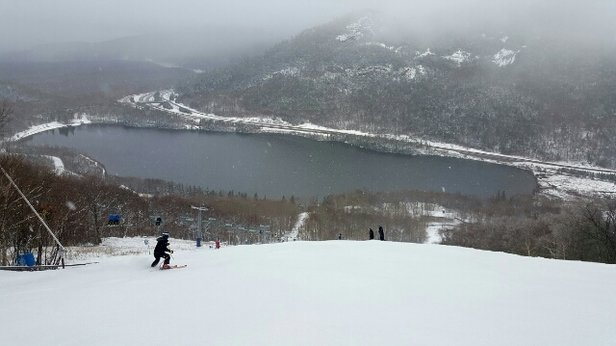 Cannon Mountain - Decent conditions overall, got a nice layer of powder late in the day. Crowds are quite light, and they have a variety of terrain open, worth in a trip in my opinion! Just watch of for thin spots, ran over a couple of rocks - ©drjahnke