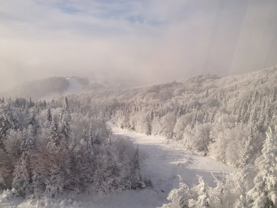 Tremblant - Dec 20. Packed powder. Poor visibility at the top due to fog. No line-up. North side not as busy as South side. NoNNNolineuupsups.Peopleavng - ©My 16Gb iPhone
