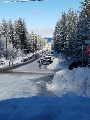 Heavenly Mountain Resort - California side only open, tons of people showing up, main lot full have to park on ski run Blvd and walk up, this is too many people for California side only. any info on heavenly opening everything else up? it's sunny and snow everywhere  - ©anonymous