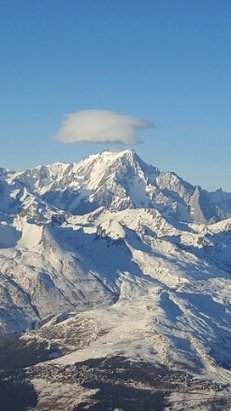 Les Arcs - a Beutiful day at the top of the mountain what a view  . great skiing  and it's early January  17  - ©Jon richardson