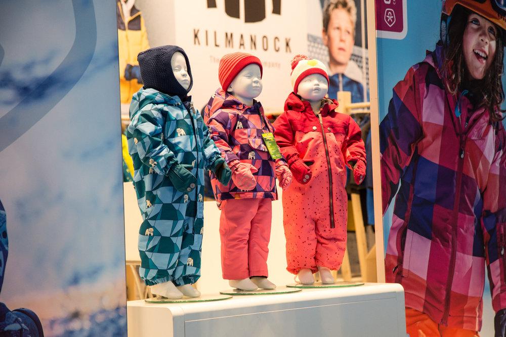 Farbenfrohe Kinderbekleidung - ©Skiinfo
