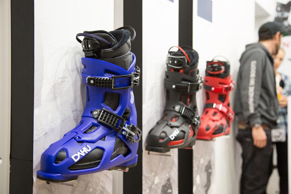 Die Skischuhe von Dahu - man kann die Außenschale aufklappen und der Innenschuh kann dann als Winterstiefel genutzt werden - ©Skiinfo