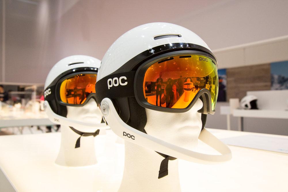 Der neue Slalom-Racehelm von POC hat einen Gesichtsschutz, der bei einem schweren Sturz nach oben klappt - ©Skiinfo