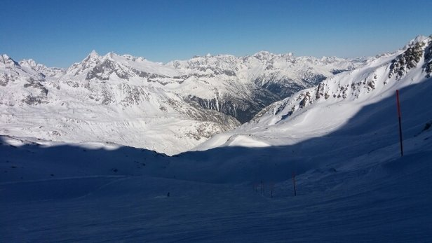 Skiarena Andermatt-Sedrun - bright and fast down from Gemstock - ©stephengildert85