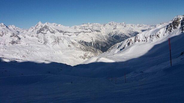 Skiarena Andermatt-Sedrun - bright and fast down from Gemstock - ©stephengildert85