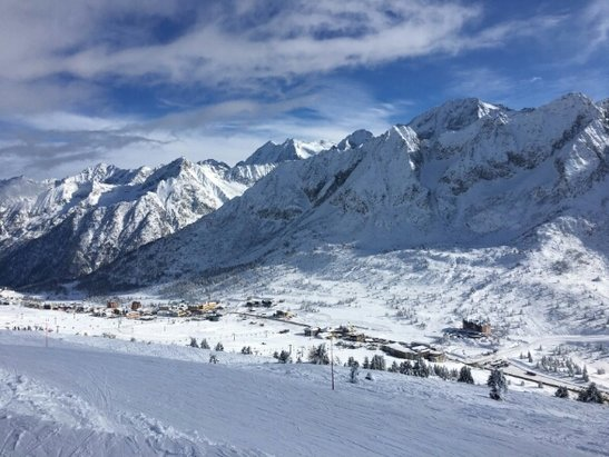 Pontedilegno Tonale - Adamello Ski - perfect day for skiing snow sun powder and plenty of groomed pistes... loving it (08/02/17) - ©anonymous
