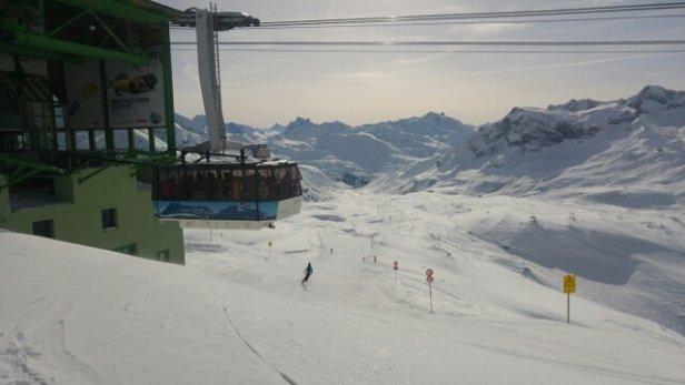 Lech Zürs am Arlberg - Die Pisten sind noch gut und Freitags soll es schneien. Free WLAN ist fast nicht vorhanden! - ©Anonym