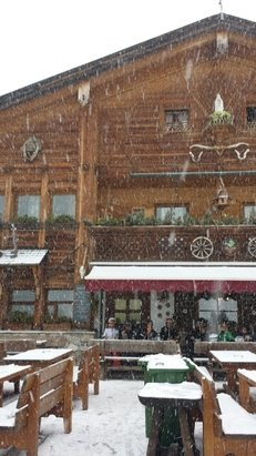 Alta Badia - Corvara - La Villa - S. Cassiano - Ha iniziato a nevicare alle 10.00 finalmente tutto inbiancato si prevedono piste perfette per domani. - ©marco