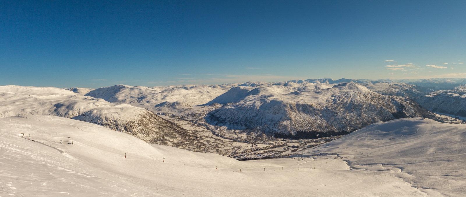 Vinterferien er over og det er langt roligere stemning i Myrkdalen. Forholdene er veldig gode og det måler nå to meter snø på toppen av anlegget. - ©Jan Petter Svendal