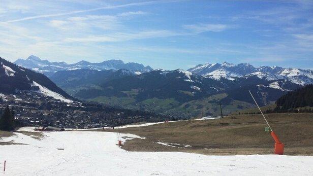Megève - forfait plein tarif!!!pour 30% des pistes et encore.neige déplorable.  éviter megeve la saison est terminée.  - ©fagotier