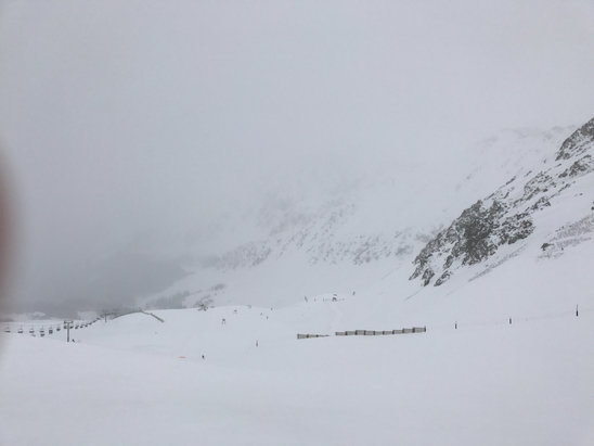 Arapahoe Basin Ski Area - Lines are long and winds are high but the powder is fresh. - ©Ryons's iPhone