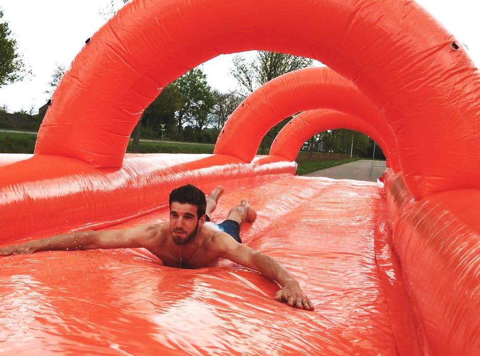 De grootste pop-up waterglijbaan komt naar Morgins. - ©@Splashyourmountain