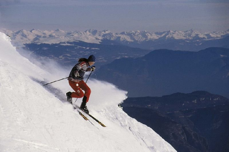 Off-piste skier on steep terrain in Andalo