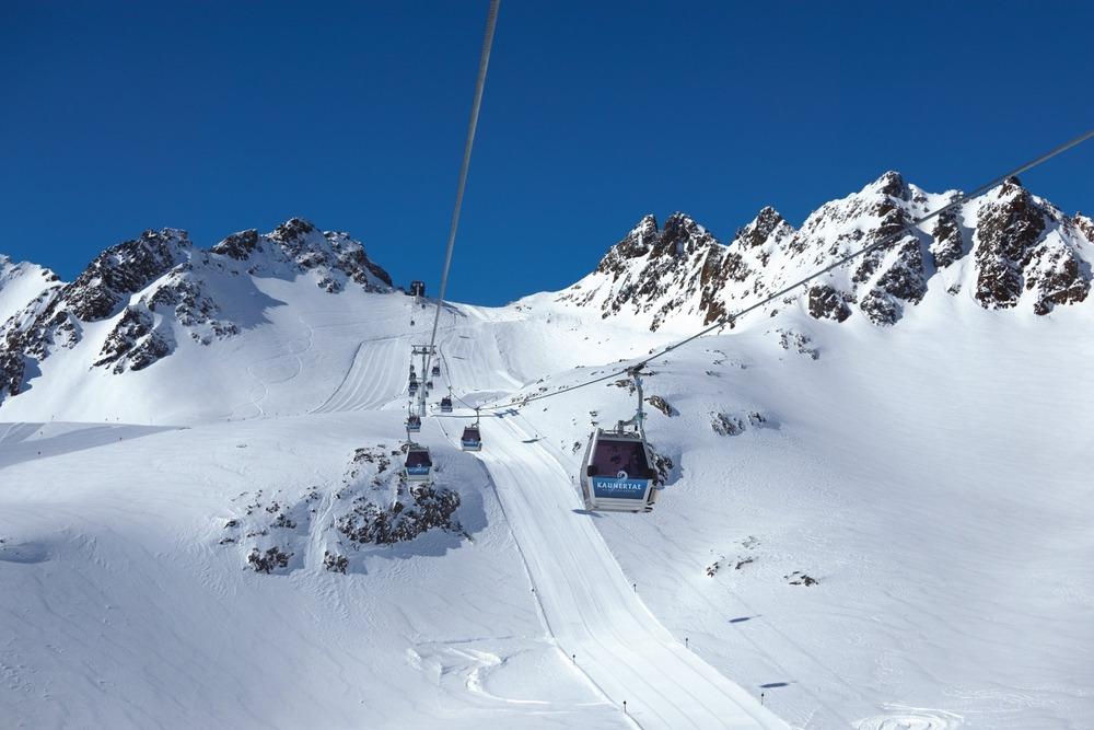 Autumn skiing on the Kaunertal glacier