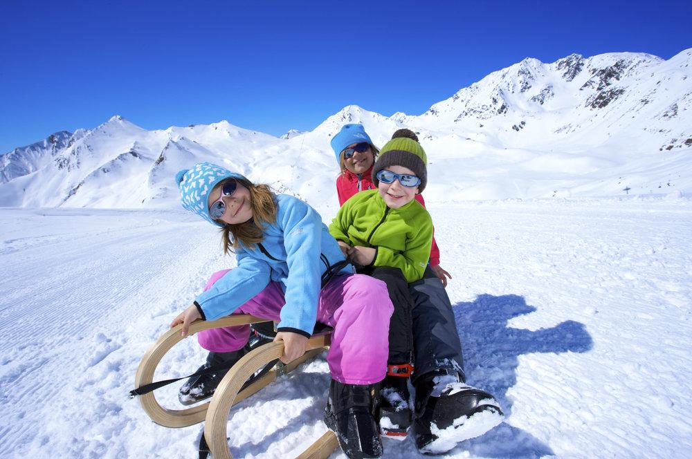 Kids on sleigh in Serfaus - ©  Serfaus-Fiss-Ladis / Tirol | sflw1730 | Kinder_auf_Schlitten | Fotoquelle www.artinaction.de
