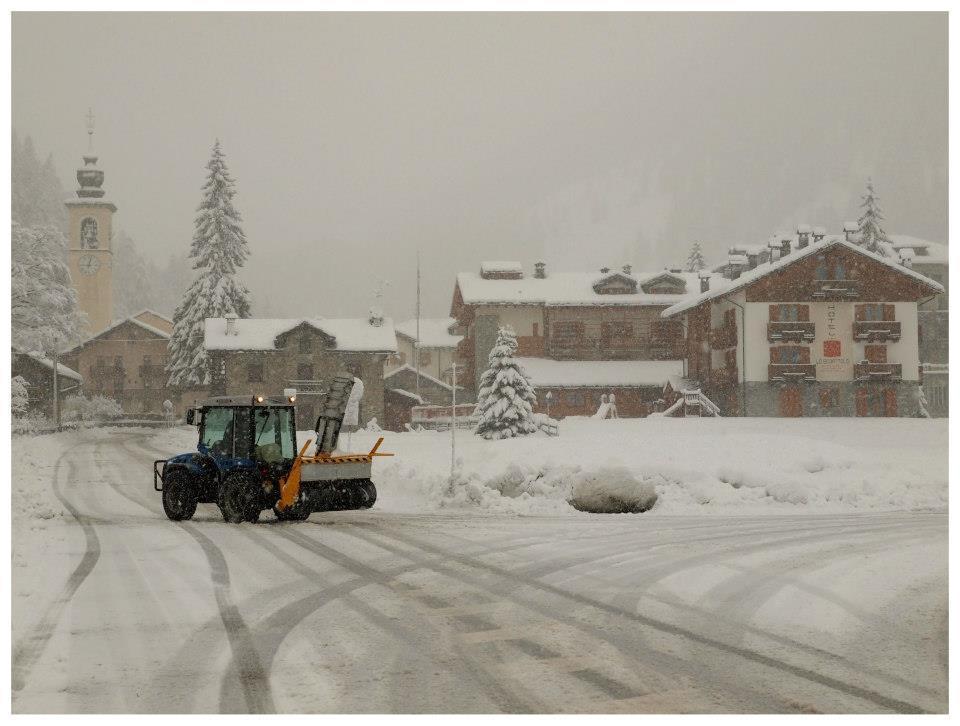 Snow clearing in Gressoney - Monterosa Ski, Italy. Nov. 29, 2012 - ©Arch. Fotografico Monterosa Ski