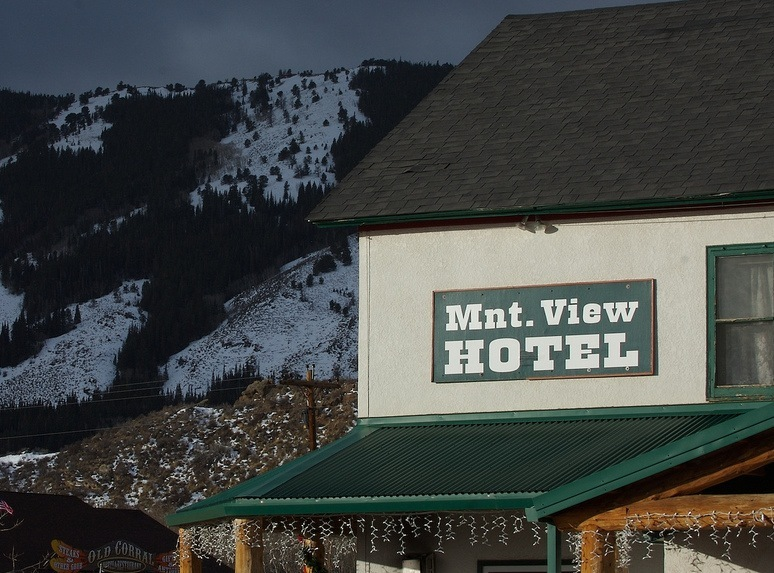 Historic Mountain View Hotel in Centennial near Snowy Range. Photo by Bareform/Flickr.