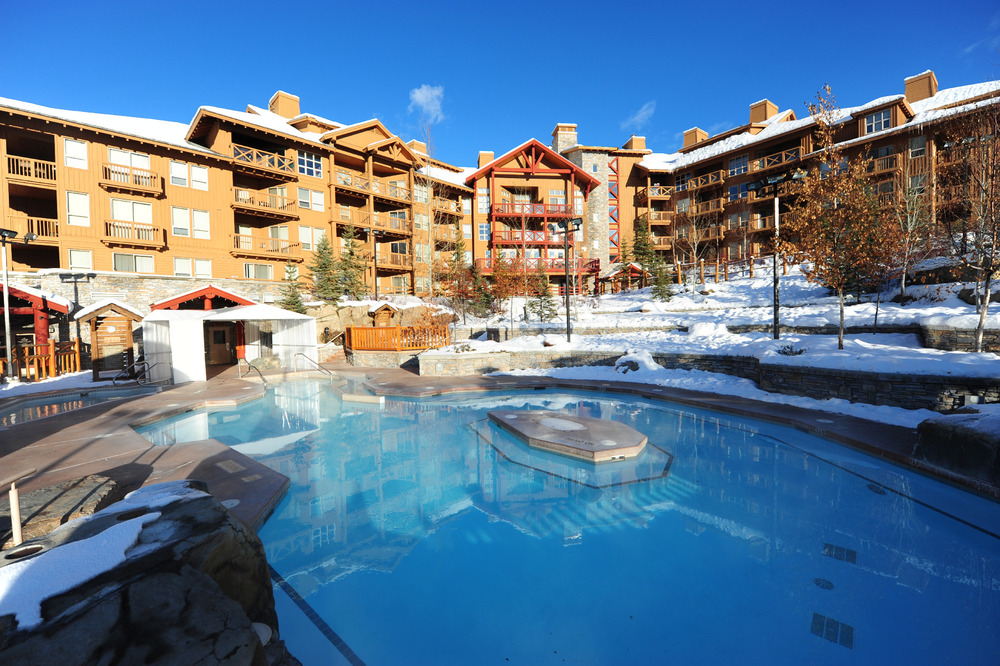 Panorama Springs Lodge surrounds hot pools at Panorama Mountain Village, BC. Photo courtesy of Panorama Mountain Village.