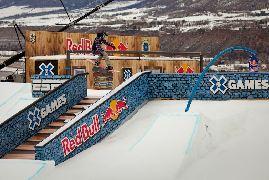 Snowboard Slopestyle Elimination round trimmed the field from 16 to 8 with favorites Mark McMorris and Shaun White surviving the cut.
