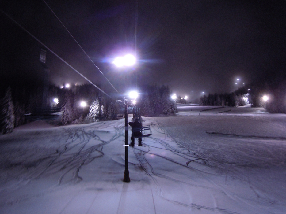 Night skiing at Mt Hood Skibowl, at Government Camp. Photo by Soulrider22/Flickr.