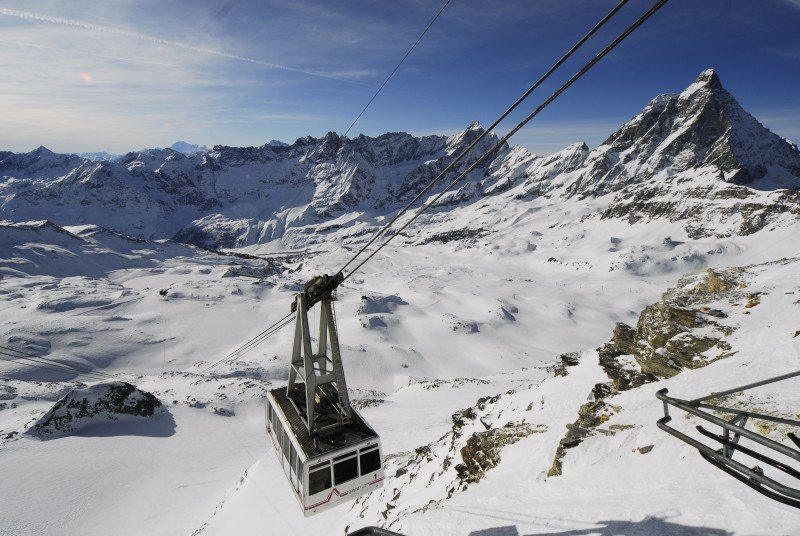 Plateau Rosà cable car in Cervnia.  - ©Credit Breuil-Cervinia