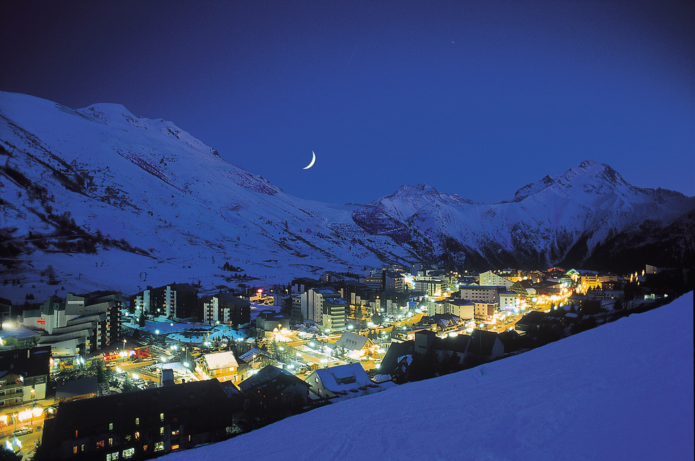 Les 2 Alpes by night