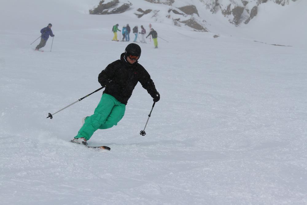 Skifahren auf einem Bein - ©Skiinfo.de