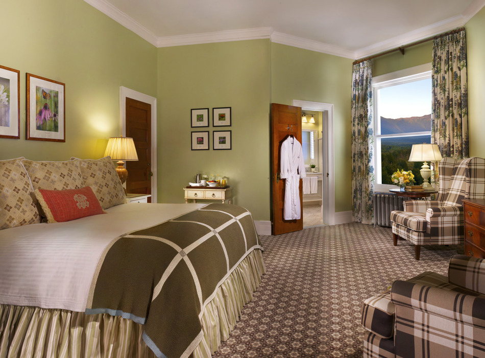 Deluxe King Room. Photo Courtesy of the Omni Mount Washington Resort.