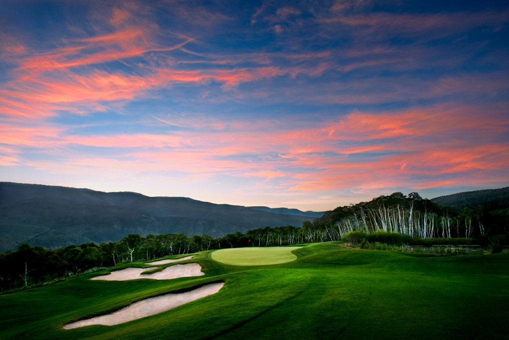 The Tom Fazio-designed course at Red Sky Golf Club weaves through 800 acres of historic ranchlands filled with sage, aspen groves and spectacular mountain vistas.