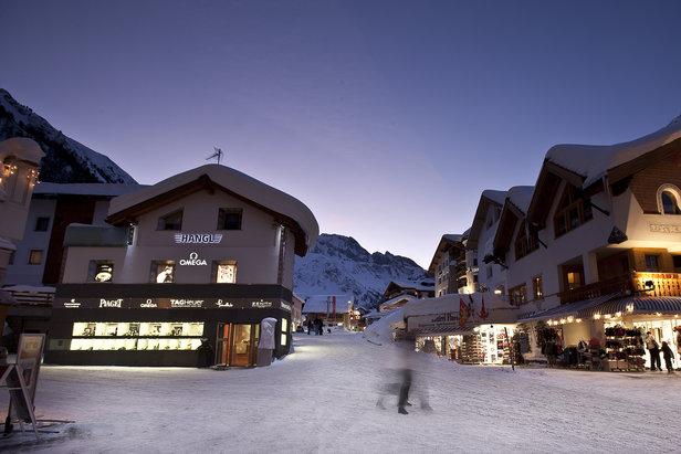 Wypad na nartach do szwajcarskiego Samnaun to okazja do zakupów w strefie wolnocłowej - ©Graubűnden