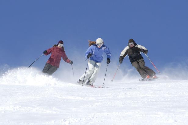 Mammoth skiers