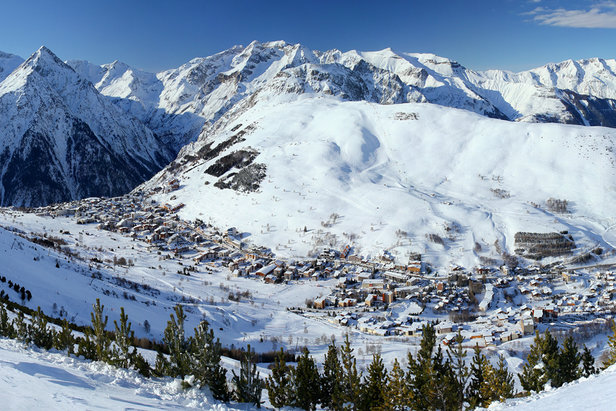 Vue sur la station de ski des 2 Alpes - ©B. Longo / OT des 2 Alpes