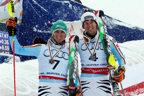 Glückliche Medaillen-Sieger: Felix Neureuther (3.) und Fritz Dopfer (2.)