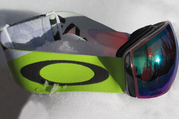 oakley flight deck glass  on snow opinion: oakley flight deck goggles