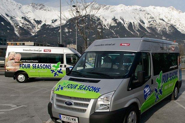 W ofercie ekonomicznej podróż z lotniska do ośrodka narciarskiego odbywa się nowoczesnymi, ośmiomiejscowymi minibusami.  - ©Four Seasons Travel