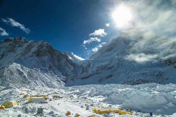 Everest ''öffnet'' wieder: Neue Besteigungsversuche in der Herbstsaison