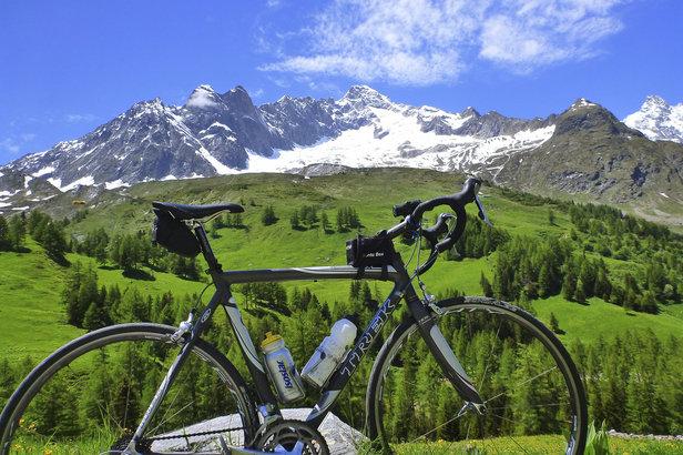 vélo dans les Alpes