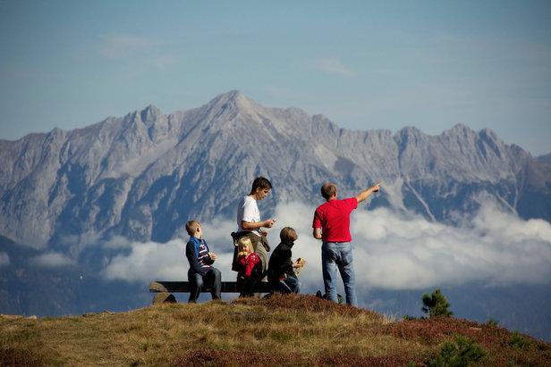 Für Familien, Senioren und Genusswanderer: Fünf leichte Wanderungen in Tirol - ©Hall-Wattens