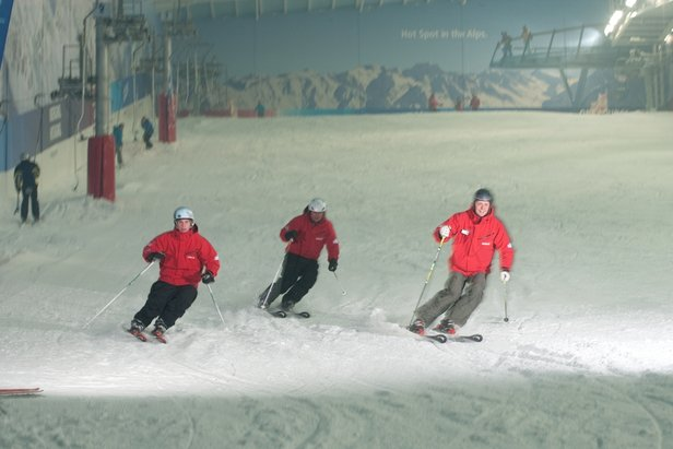 A group skiing lesson at The Snow Centre UK. - ©Snow Centre