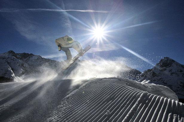 In der Tiroler Zugspitz Arena fühlen sich Familien ebenso gut aufgehoben wie Funsportler, die in den Skigebieten und Snowparks den ultimativen Kick suchen. - ©Tiroler Zugspitz Arena