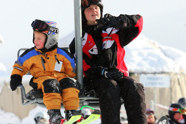 A ski instructor and student ride the lift at Mt. Spokane. Photo courtesy of Ski NW Rockies.