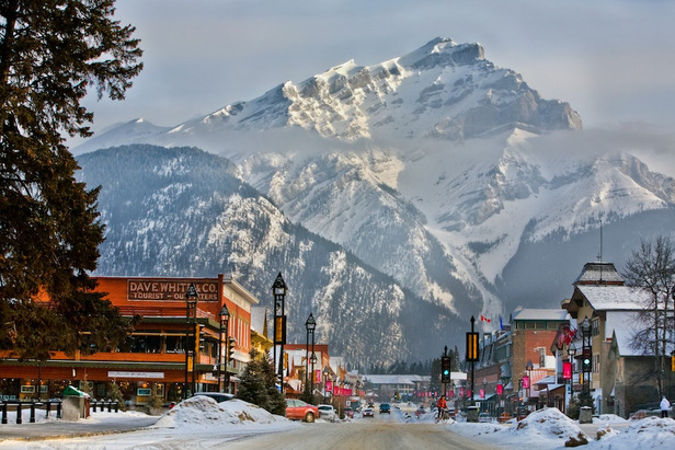 Plenty for shoppers and foodies in Banff - ©Paul Zizka/Banff Lake Louise Tourism
