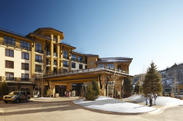 """Pull up to the Viceroy Snowmass valet stand and leave your keys and car behind. You won't need either during your stay thanks to ski-in/ski-out access, the open-air electric """"Luge"""" to shuttle you to the base village and a fleet of white Range Rovers ready - ©Viceroy Snowmass"""